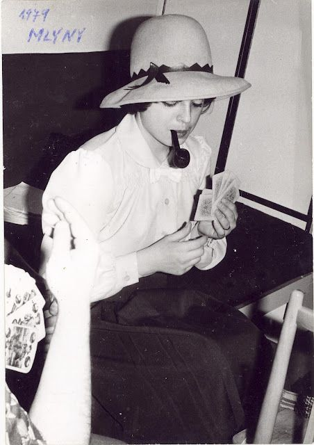 Women with Pipes in the Past (3)